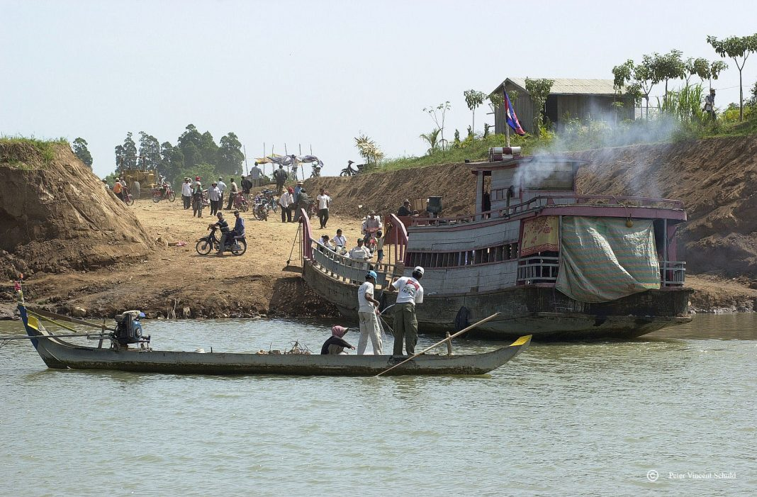 Ferry-at-the-mekong-river