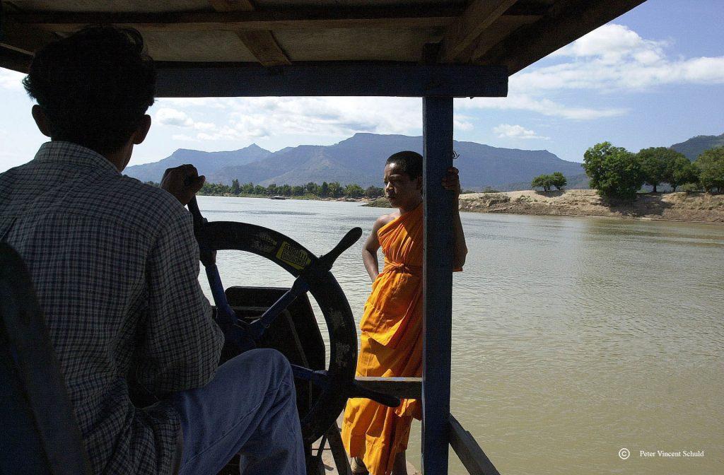 budhist-monk-ferry